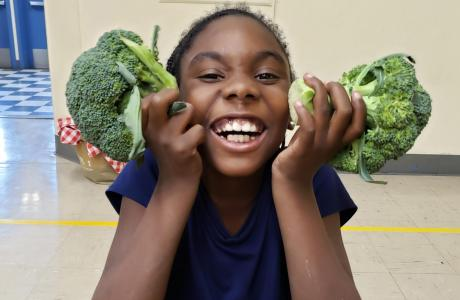 Kids with broccoli