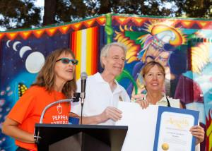 Renae Best receiving the Food Literacy Hero Award from Assemblymember Dickinson at the 3rd annual Food Literacy Fair.